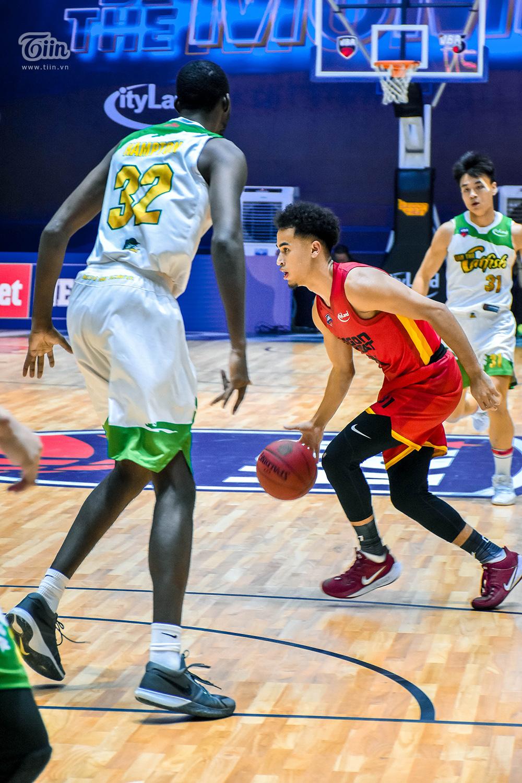 Loạt khoảnh khắc tỏa sáng của Christian Juzang trong ngày 'debut' ở đội hình Saigon Heat 10