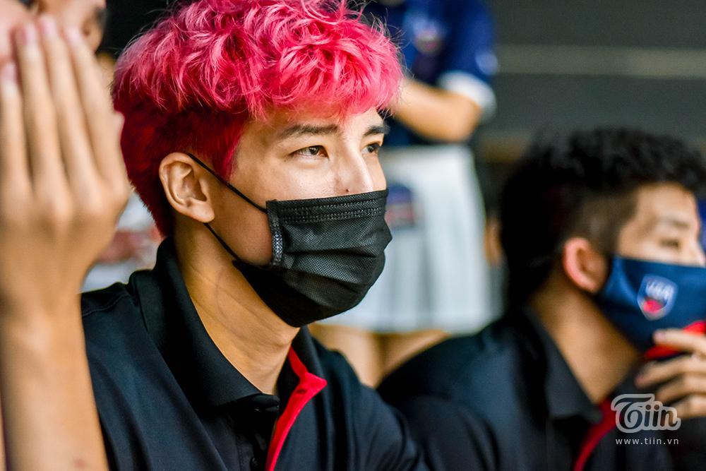 Nếu như đa phần các đội chỉ cử đại diện cầu thủ tham gia Lễ khai mạc thì đội hình Thang Long Warriors đã chủ động đến sân theo dõi trận đấuSaigon Heat - Cantho Catfish.