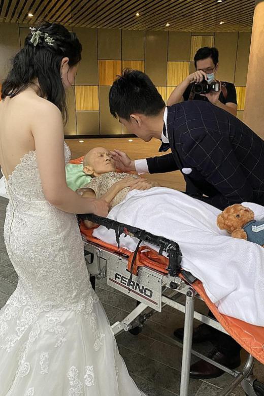 Cặp đôi chạy đua với tử thần tổ chức đám cưới, hoàn thành tâm nguyện cuối đời của mẹ 0