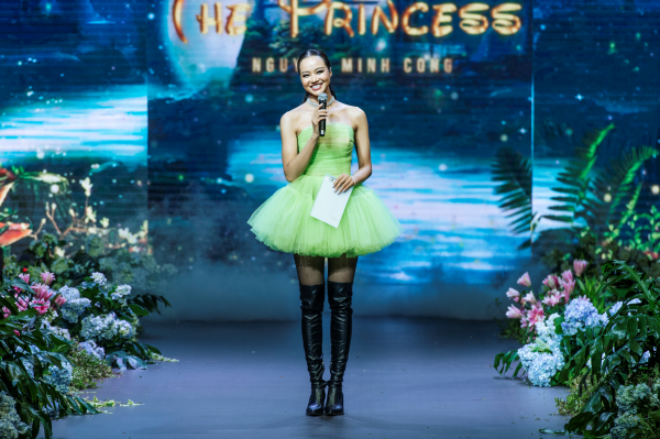 Thanh Hằng hóa công chúa xinh đẹp, làm vedette khép lại show diễn cổ tích 0