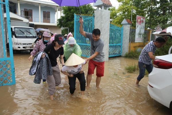 Quảng Nam mấy ngày nay vẫn chìm trong nước lũ, dự báo vài ngày tới sẽ lại có thêm mưa to và đợt lũ lớn nữa