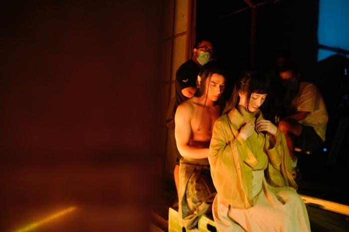 Jun Vũ phấn khích lúc 3 giờ sáng sau 20 lần hôn Isaac trong MV 0