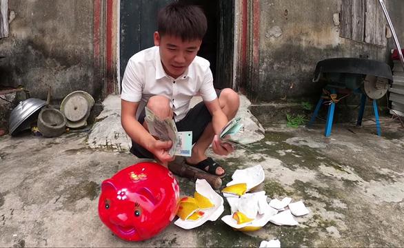 Hình ảnh trong clip 'Troll lấy cắp tiền, đập bể heo đất của em gái, em trai đi ăn chơi'.