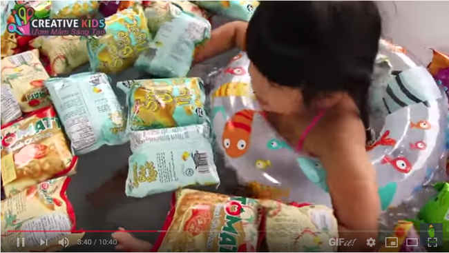 Một clip với nội dung khó hiểu của kênh Youtube Creative Kids.