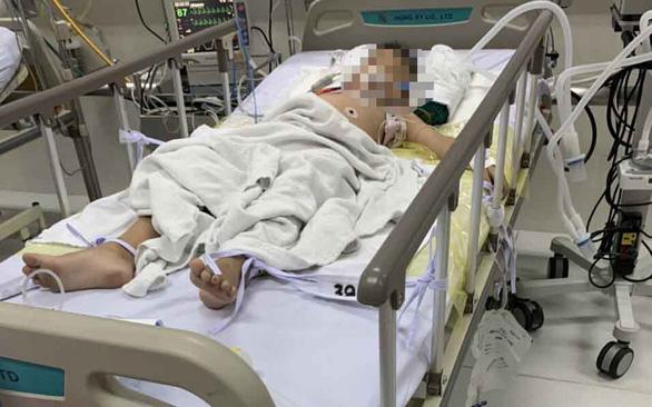 Bé Đ.V.K được cấp cứu tại bệnh viện.