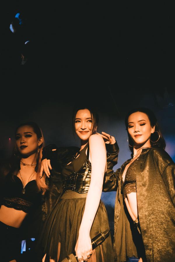 Bích Phương mặc sexy, lần đầu live hit 'Một cú lừa' khiến khán giả phát cuồng 1