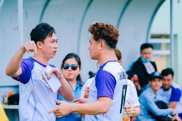 Tiến Luật, Hồ Việt Trung, Titi (HKT) cùng dàn sao đá bóng quyên góp được 550 triệu đồng ủng hộ Miền Trung 8