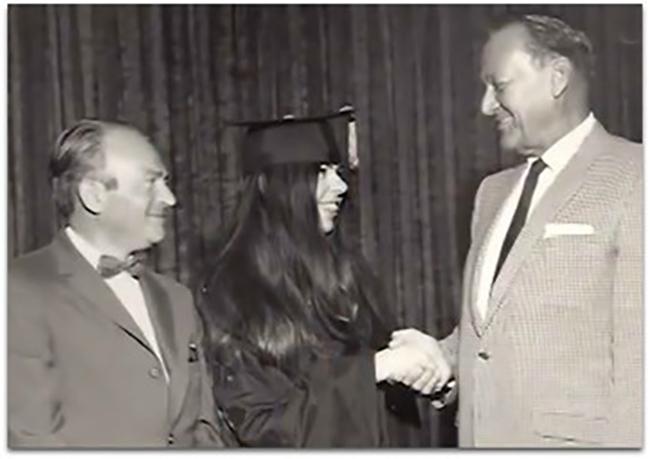 Edith nhận bằng cử nhân năm 15 tuổi.
