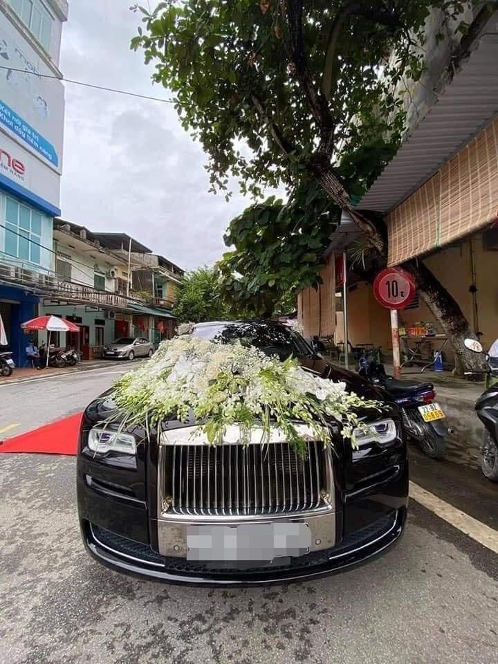 Chiếc xe Rolls Royce biển tứ quý 8888
