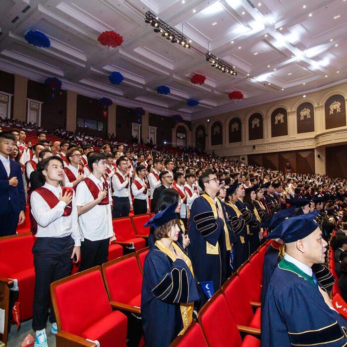 Cán bộ giảng viên và sinh viên nhà trường trong buổi lễ khai giảng sáng ngày 17/10