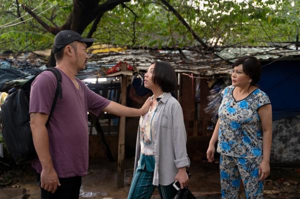 Thu Trang - Tiến Luật tung trailer 'Chuyện xóm tui', mở đầu đã có cảnh sàm sỡ 1