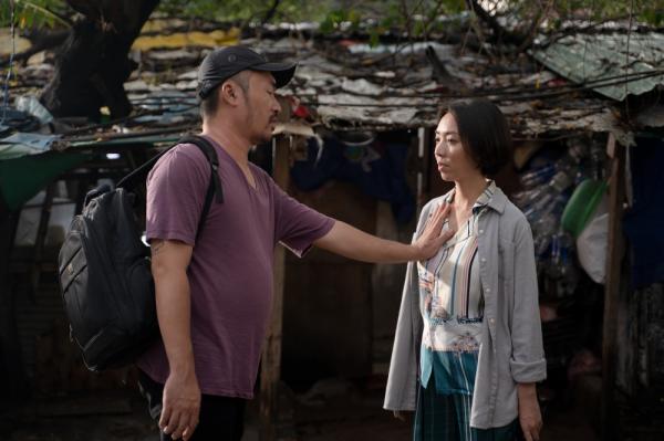 Thu Trang - Tiến Luật tung trailer 'Chuyện xóm tui', mở đầu đã có cảnh sàm sỡ 0