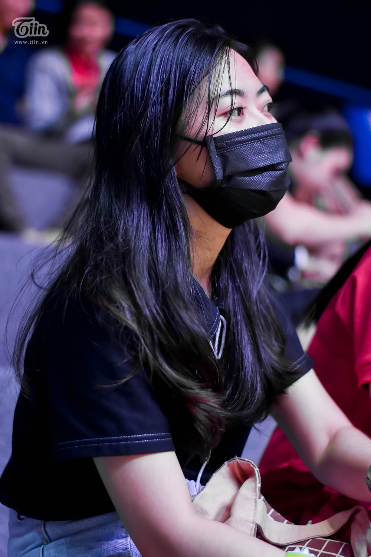Xem VBA 2020, cẩn thận lại 'va phải ánh mắt của nàng' lại thoát ế lúc nào không hay! 1