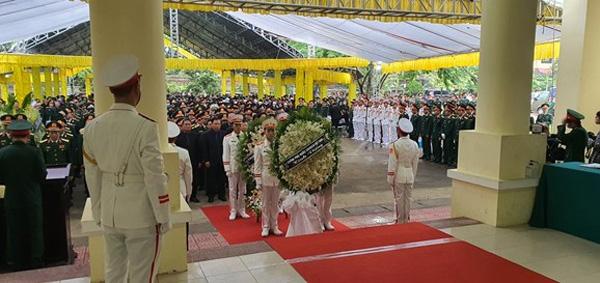 Hình ảnh xúc động trong lễ truy điệu 13 chiến sĩ hy sinh ở Rào Trăng 3: Người mẹ khóc đến kiệt sức vì nhớ thương con... 2
