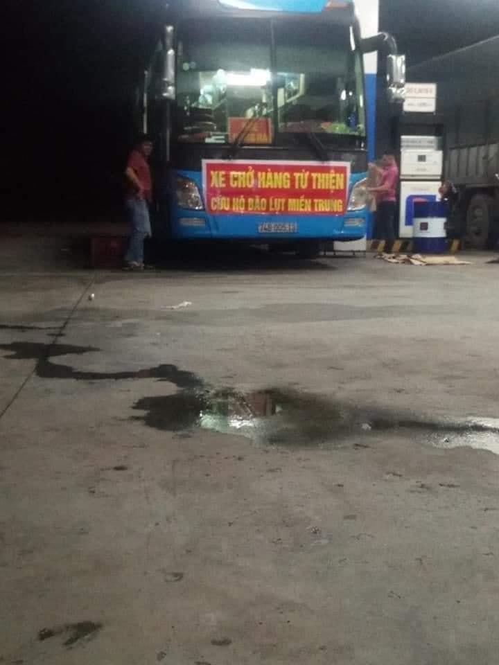 Chiếc xe chở hàng cứu trợ người dân vùng lũ Quảng Trị bị ném đá vỡ kính tại Phú Yên.