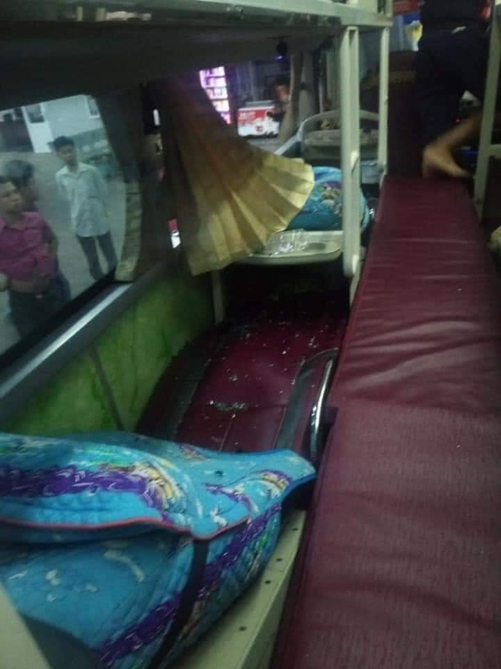 Xe chở hàng hóa cứu trợ người dân vùng lũ từ Sài Gòn ra Quảng Trị bị ném đá vỡ kính ở Phú Yên 1