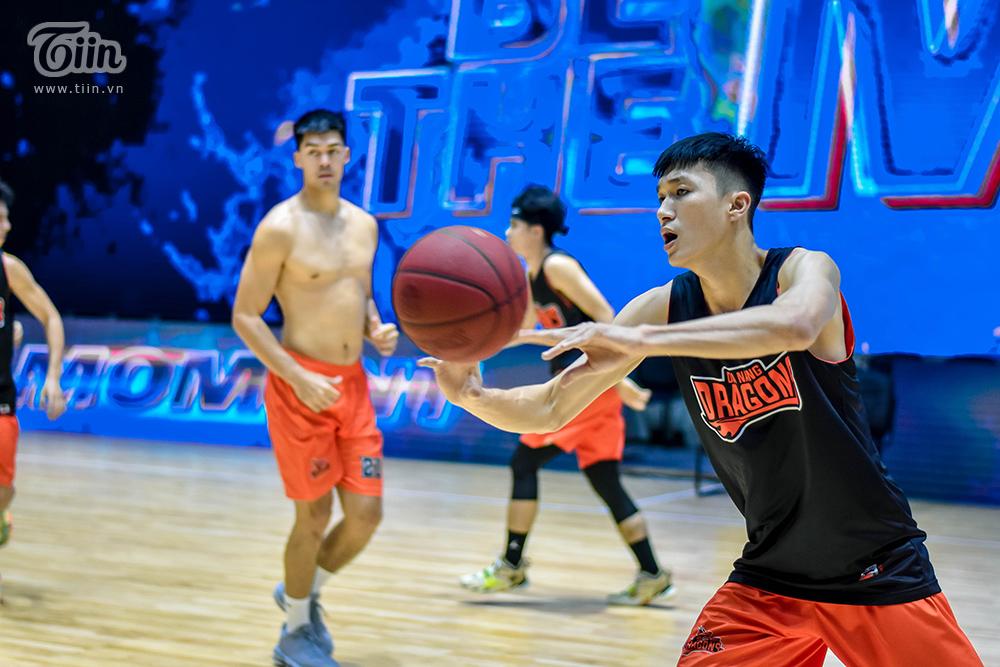 Không khó để nhận ra căng thẳng hiện lên trên khuôn mặt các cầu thủ Danang Dragons, trận đấu gặp Cantho Catfish chiều nay được dự đoán sẽ không 'dễ ăn' với học trò HLV Phan Thanh Cảnh.