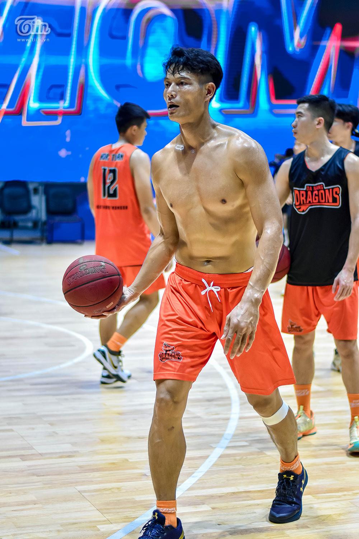 Đội hình bóng rổ Danang Dragons tập luyện căng thẳng sẵn sàng để 'Rồng thức giấc' 10