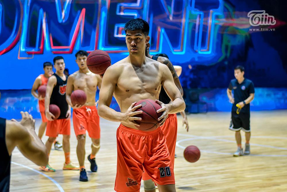 Đội hình bóng rổ Danang Dragons tập luyện căng thẳng sẵn sàng để 'Rồng thức giấc' 16