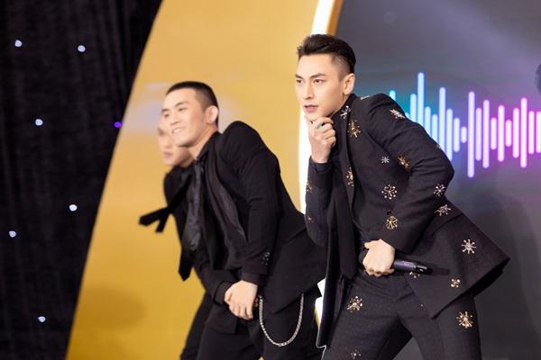 Hương Giang – Isaac cháy hết mình trên sân khấu với loạt bản hit đình đám 0