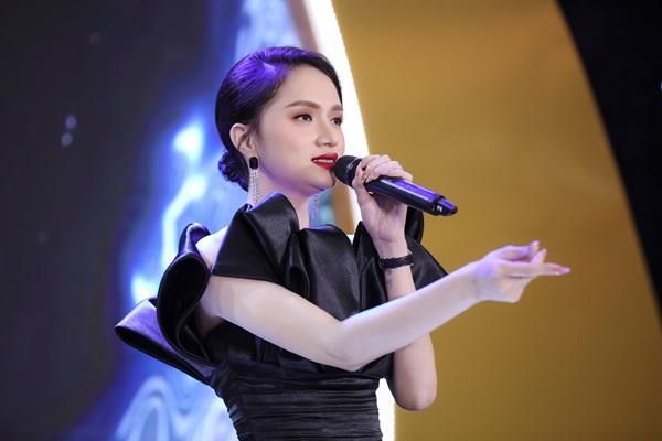 Hương Giang – Isaac cháy hết mình trên sân khấu với loạt bản hit đình đám 2