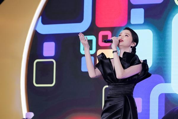 Hương Giang – Isaac cháy hết mình trên sân khấu với loạt bản hit đình đám 3