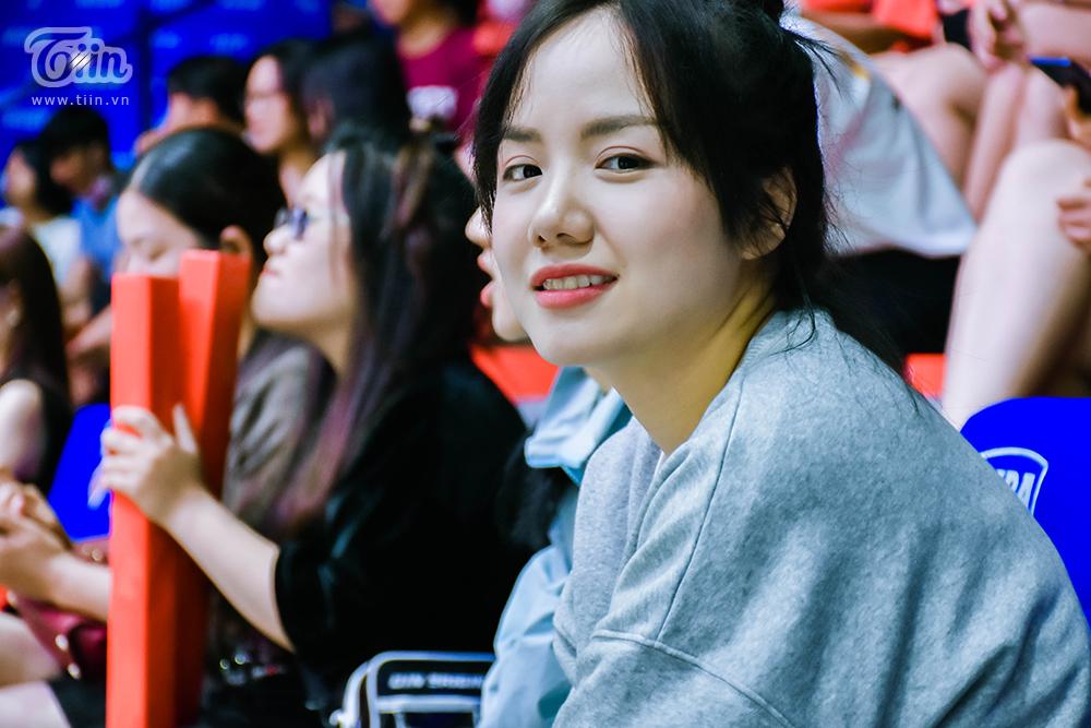 Tối 18/10, Phương Ly bất ngờ đến cổ vũ đội bóng Thang Long Warriors thi đấu tại sân VBA Arena. Đây là một trong những trận đấu nằm trong khuôn khổ Giải bóng rổ chuyên nghiệp Việt Nam - VBA 2020.