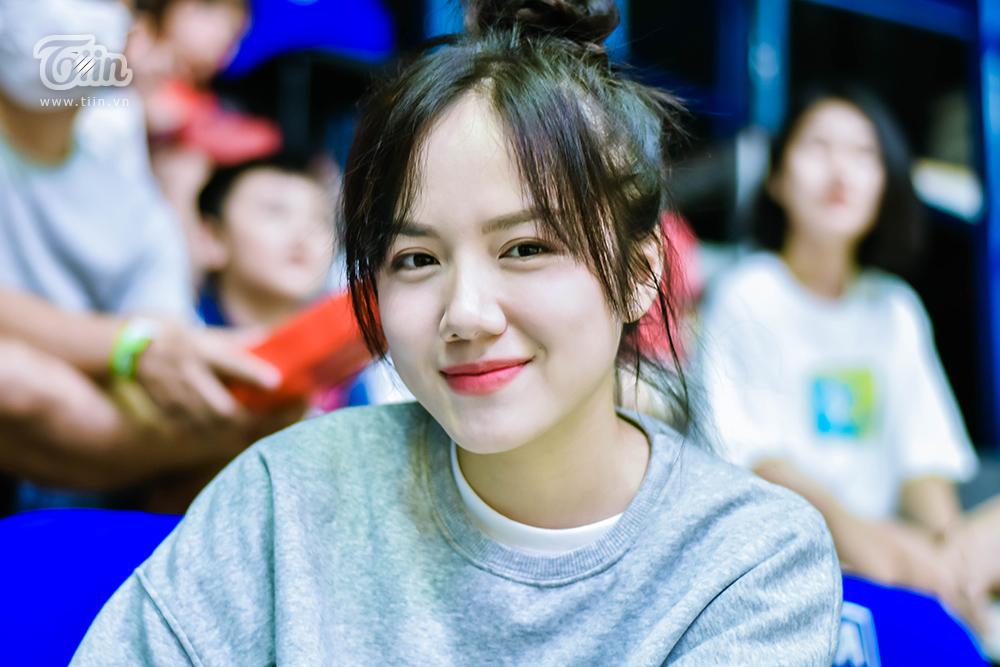 Được biết, Phương Ly là fan ruột của đội bóng Thang Long Warriors, cô còn có mối quan hệ khá thân thiết với Hoàng Ca - cầu thủ đội bóng.
