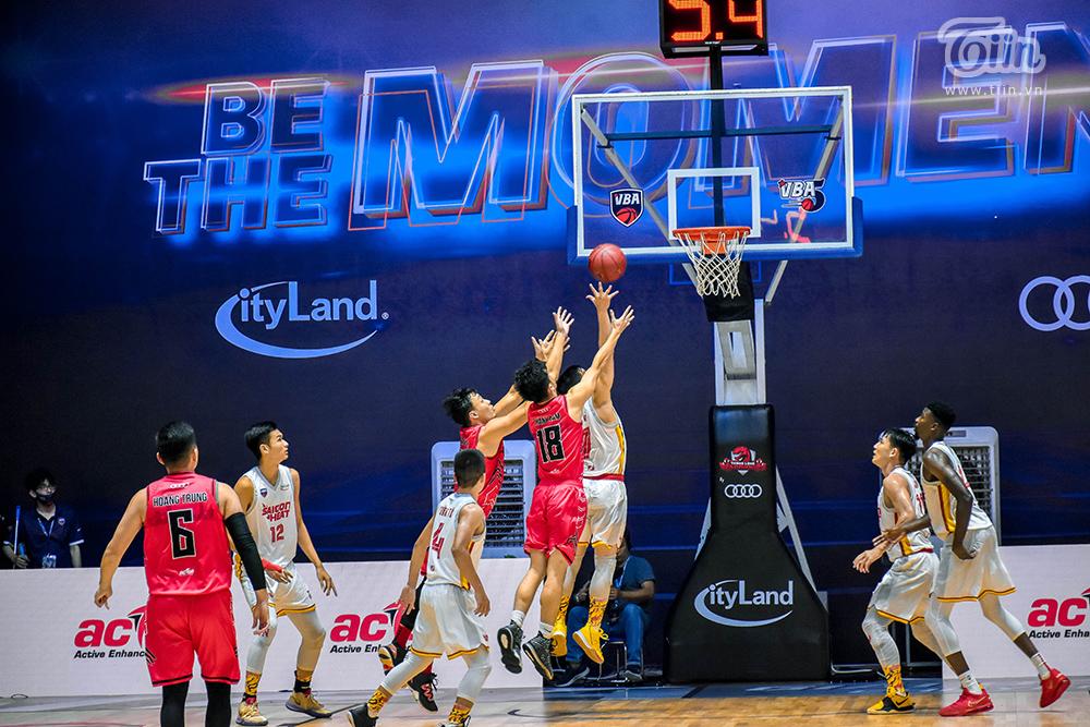 Photo Story: Thang Long Warriors - Saigon Heat đối đầu, fans ví von đây là 'trận chung kết sớm' 8