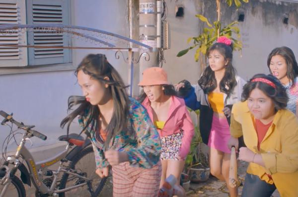 Thiều Bảo Trâm nhận cái tát 'trời giáng' từ hội nữ quái trong teaser MV 3
