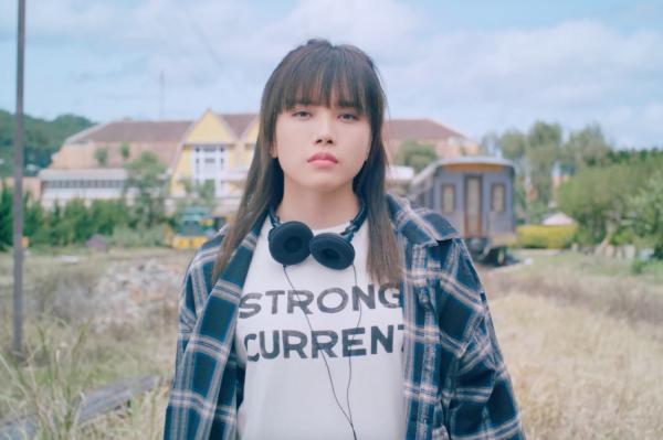 Thiều Bảo Trâm nhận cái tát 'trời giáng' từ hội nữ quái trong teaser MV 4