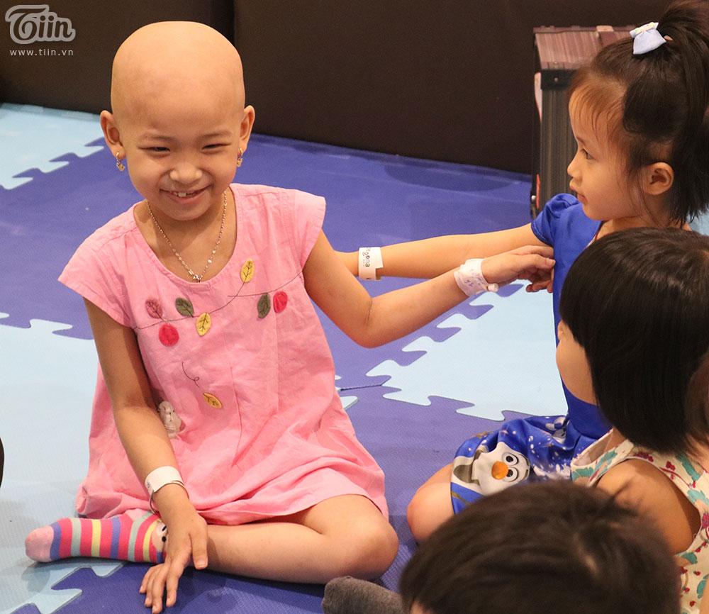 Một ngày khác của cô bé ung thư bị mất 1 chân và mẹ: 'Đã lâu rồi con mới cười vui như vậy' 11