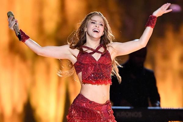 Nữ ca sĩ Shakira nổi tiếng với những bản hitWaka Waka, Hips Don't Lie, La La La,...