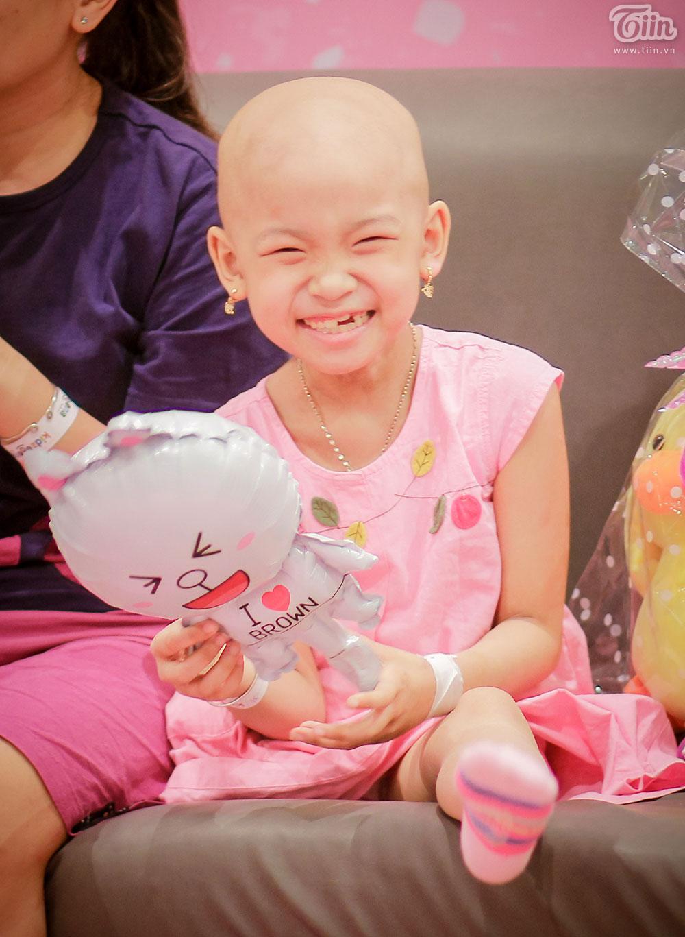 Một ngày khác của cô bé ung thư bị mất 1 chân và mẹ: 'Đã lâu rồi con mới cười vui như vậy' 14