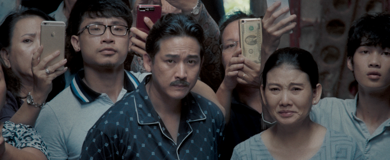 Vai diễn ông Bé què của Hứa Vĩ Văn cũng là nhân vật mà NSX Quang Huy rất tâm đắc. Ông Bé là một vai mà chính bản thân người trong ekip lẫn Hứa Vĩ Văn đều không nghĩ sẽ thuộc về Hứa Vĩ Văn.