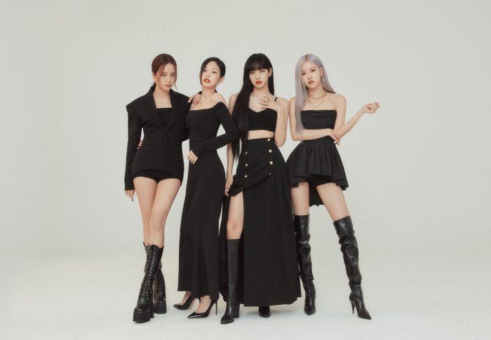 Full album đầu tay của Black Pink - The album đã xuất sắc hạ cánh ở #2 BXH Billboard Hot 200, là thành tích cao nhất của một nhóm nhạc nữ Kpop cho tới thời điểm hiện tại.