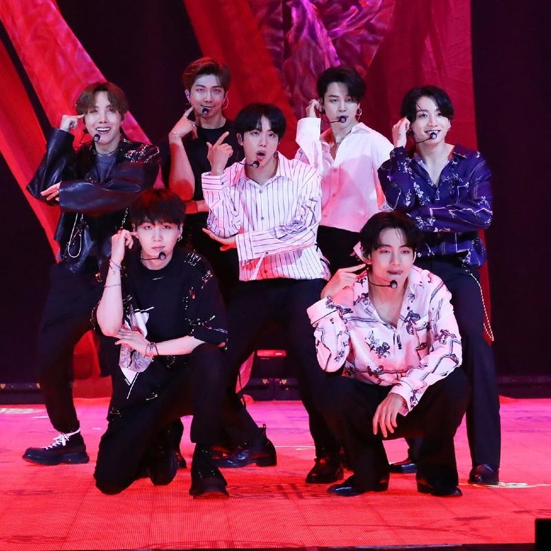 BTS đã đem về kỉ lục Guinness Concert online trả phí có lượng người xem cùng lúc cao nhất thế giới, với Bang bang con: The live.