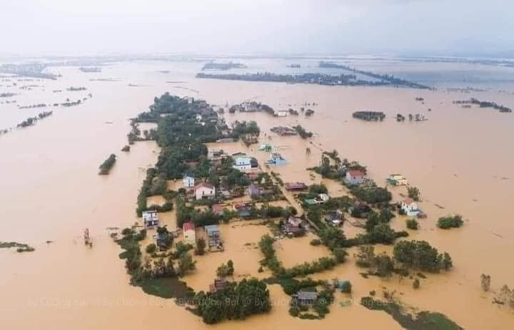 Tính đến chiều ngày 19/10,ba tỉnh Hà Tĩnh, Quảng Bình, Quảng Trị có 166.780 hộ dân đang bị ngập, đã sơ tán hơn 28.900 hộ với khoảng 90.900 người.Mưa lũ và sạt lở đất khiến số người tử vong ở 10 tỉnh miền Trung và Tây nguyên tăng lên 102, số người mất tích là 26.