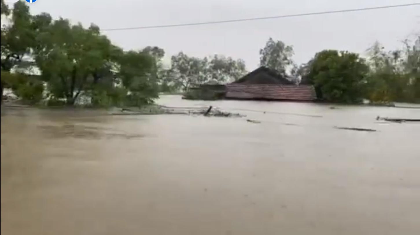 Thủy Tiên tuyên bố sau lũ ngoài xây lại nhà cho người dân còn xây thêm nhà tập thể đề phòng mưa bão 0