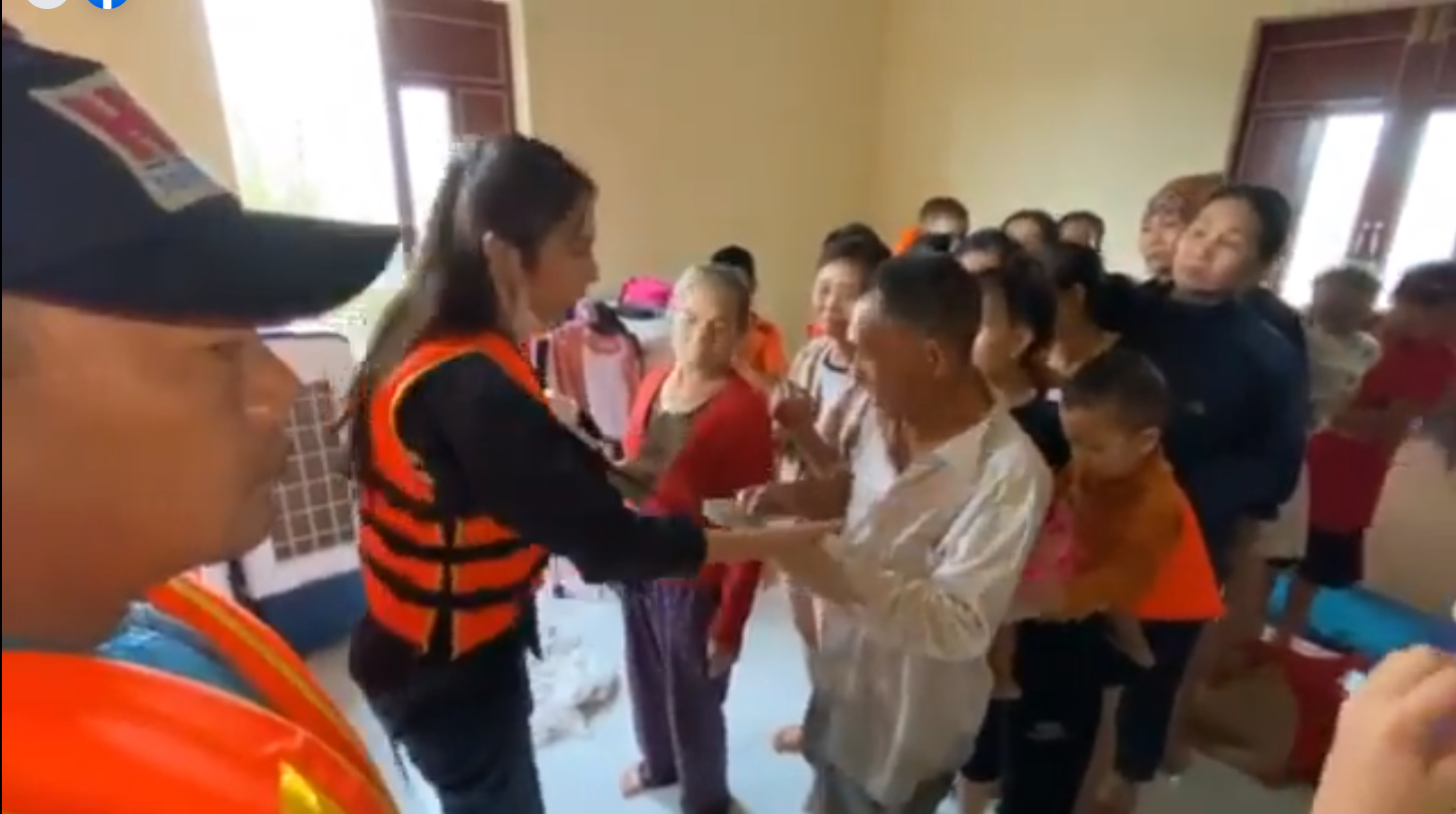 Thủy Tiên tuyên bố sau lũ ngoài xây lại nhà cho người dân còn xây thêm nhà tập thể đề phòng mưa bão 12
