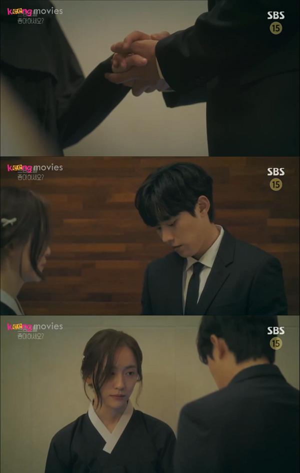 Hyeon Ho lập tức đáp chuyến bay về nước để ở bên cạnh Jung Kyung.