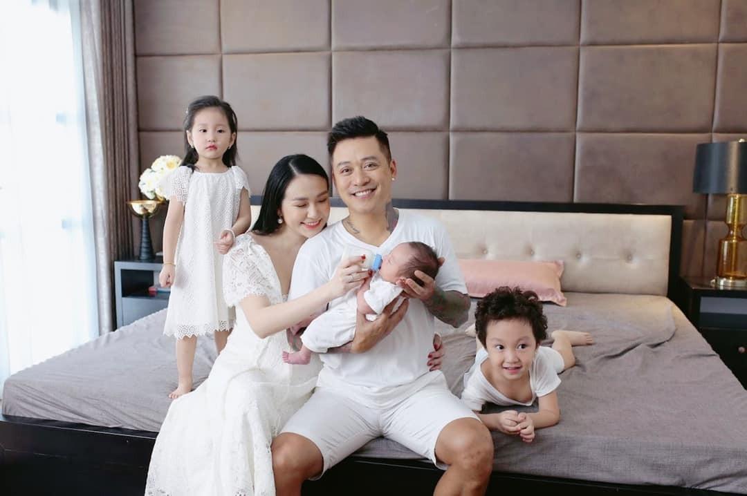 Gia đình hạnh phúc hiện tại của Tuấn Hưng