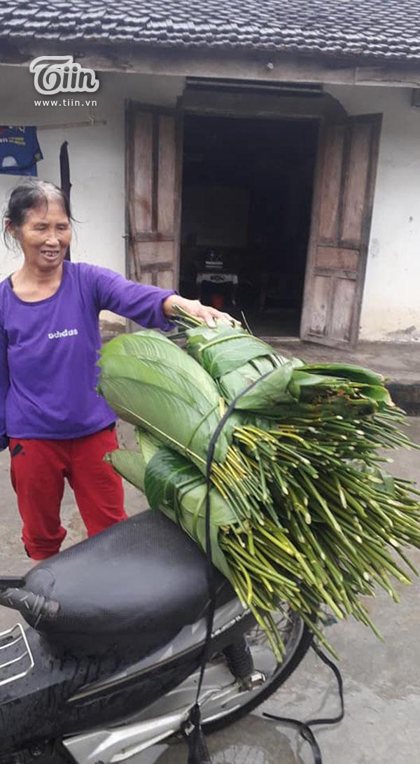 Hộ nghèo ở Nghệ An góp lá dong làm bánh chưng gửi dân vùng lũ 0