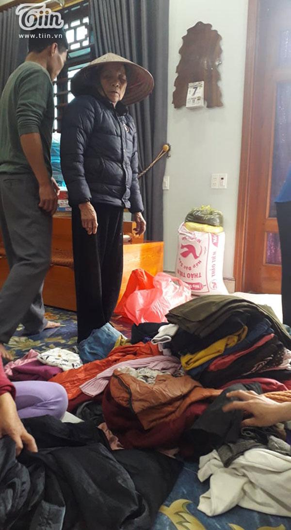 Hộ nghèo ở Nghệ An góp lá dong làm bánh chưng gửi dân vùng lũ 5