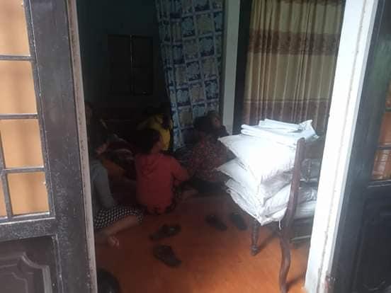 Gia đình bàng hoàng khi biết tin cháu bé 2 tuổi rơi xuống nước lũ tử vong tại Quảng Trị hôm 17/10.