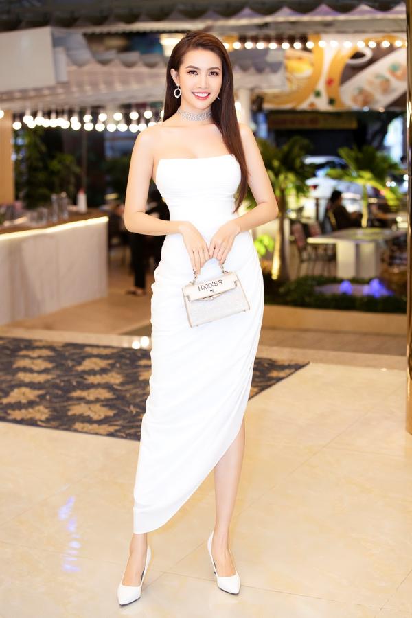 Hoa hậu Phan Thị Mơ thanh lịch trong họp báo ra mắt phim ngắn 'Hồn ma lạ' 0