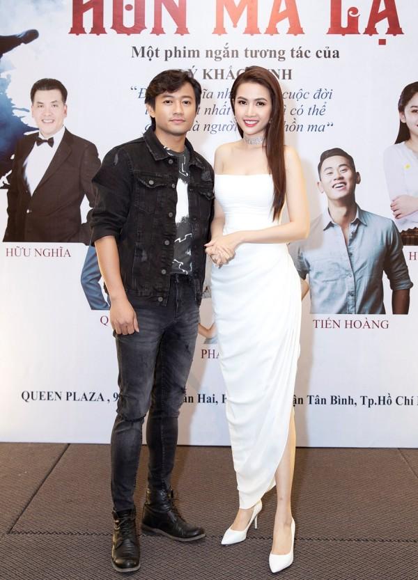 Hoa hậu Phan Thị Mơ cùng diễn viên Qúy Bình tại họp báo ra mắt phim 'Hồn ma lạ'