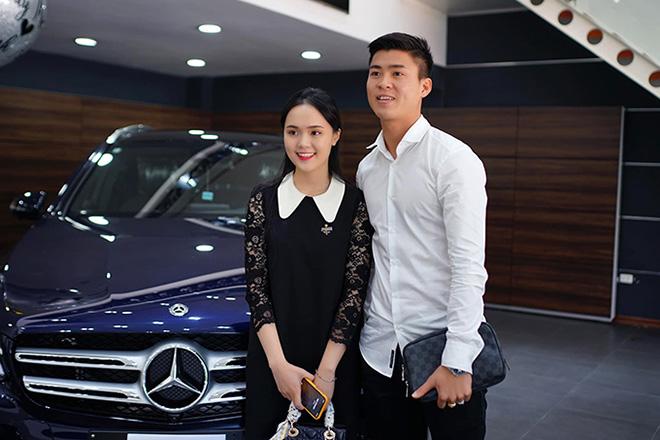 Sau Quang Hải, đến lượt Văn Hậu tậu xe sang hơn 2 tỷ đồng cho bằng bạn bằng bè 4