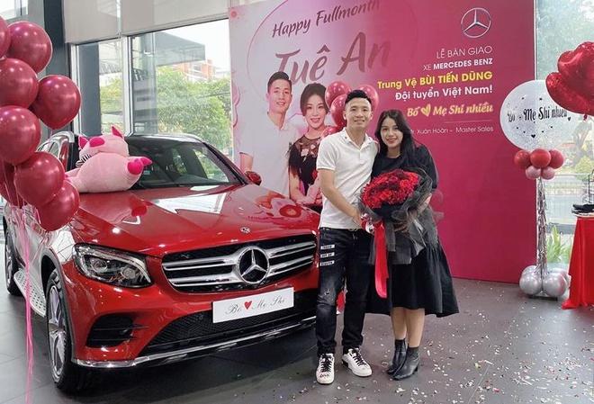 Sau Quang Hải, đến lượt Văn Hậu tậu xe sang hơn 2 tỷ đồng cho bằng bạn bằng bè 3