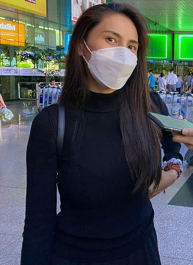 Nữ ca sĩ đã đáp chuyến bay về TP.HCM vào chiều qua.
